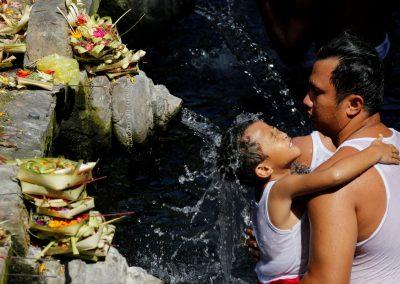 Melukat ritueel bij Tirta Empul